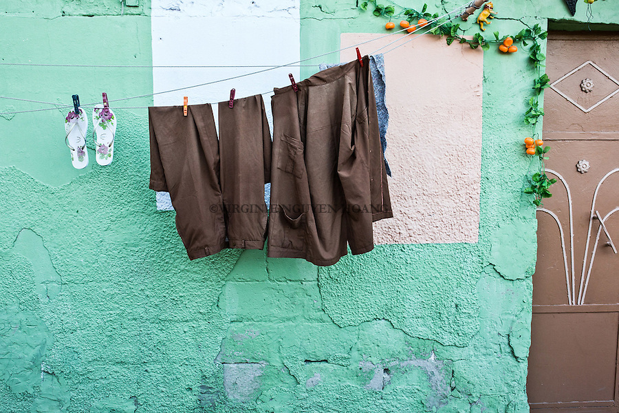 GAZA, Zaytoun: Loundry hanging in front of a colorful painted wall.  14/08/15<br /> <br /> GAZA , Zaytoun : Du linge pend devant un mur peint d'un vert pastel. 14/08/15