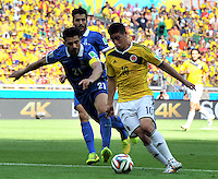 BELO HORIZONTE - BRASIL -14-06-2014. James Rodriguez (Der) jugador de Colombia (COL) disputa un balón con Konstantinos Katsouranis (Izq) jugador de Grecia (GRC) durante partido del Grupo C de la Copa Mundial de la FIFA Brasil 2014 jugado en el estadio Mineirao de Belo Horizonte./ Pablo Armero (R) player of Colombia (COL) fights the ball with Konstantinos Katsouranis (L) player of Grece (GRC) during the macth of the Group C of the 2014 FIFA World Cup Brazil played at Mineirao stadium in Belo Horizonte. Photo: VizzorImage / Alfredo Gutiérrez / Contribuidor