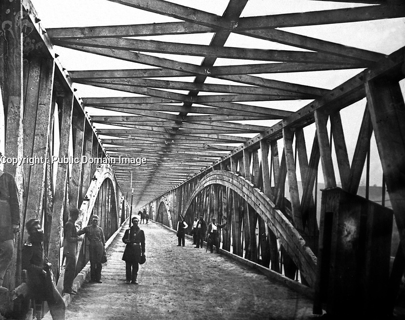 Long Bridge, Lincoln's Time.  Washington, D.C.  Union troops guarding a bridge over the Potomac River to Virginia to prevent infiltration by Confederate spies.  (Commission of Fine Arts)<br /> Exact Date Shot Unknown<br /> NARA FILE #:  066-G-22A-1<br /> WAR & CONFLICT BOOK #:  223
