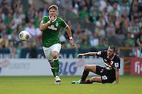 FUSSBALL   1. BUNDESLIGA   SAISON 2013/2014   2. SPIELTAG SV Werder Bremen - FC Augsburg       11.08.2013 Sebastian Proedl (li, SV Werder Bremen) gegen Sascha Moelders (re, FC Augsburg)