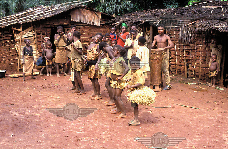 © Giacomo Pirozzi / Panos Pictures..CAMEROON..Singing and dancing in a Mbuti (pygmy) village.