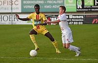 FC GULLEGEM - SV BORNEM :<br /> Malick Gaye (L) tracht Jonathan Stael (R) af te remmen<br /> <br /> Foto VDB / Bart Vandenbroucke
