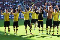 Fussball  1. Bundesliga  Saison 2013/2014   FC Augsburg - Borussia Dortmund      10.08.2013  SCHLUSSJUBEL Borussia Dortmund, Kevin Grosskreutz, Marco Reus, Pierre-Emerick Aubameyang, Ilkay Guendogan, Mats Hummels und Jonas Hofmann (v.li.)
