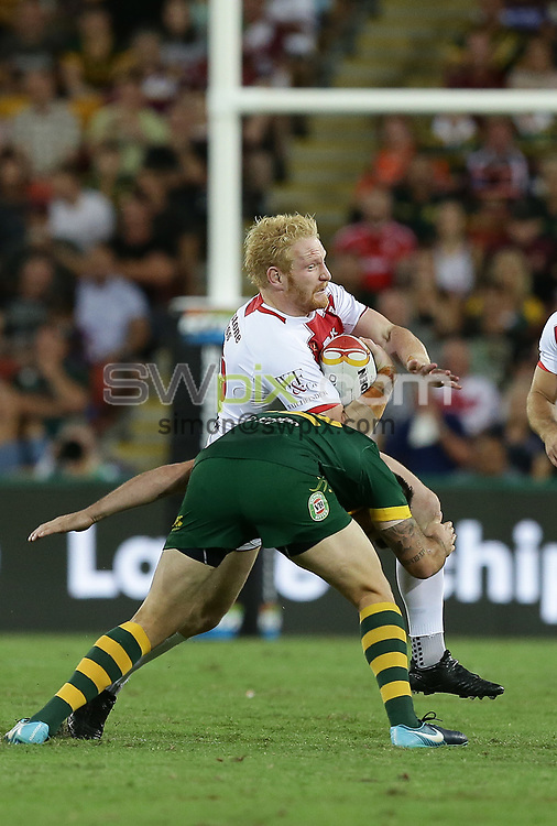 England's James Graham attacks during the Rugby League World Cup final between Australia and England, Suncorp Stadium, Brisbane, Australia, 2 December 2017. Copyright Image: Tertius Pickard / www.photosport.nz MANDATORY BYLINR/CREDIT : Tertius Pickard/SWpix.com/PhotosportNZ