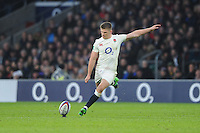 Owen Farrell of England kicks a conversion attempt during the Old Mutual Wealth Series match between England and South Africa at Twickenham Stadium on Saturday 12th November 2016 (Photo by Rob Munro)