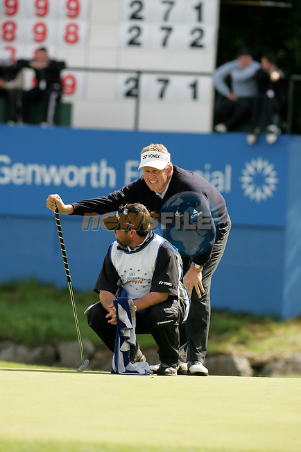 Day 4 of the Smurfit Kappa European Open in the K Club in Straffin Co Kildare Ireland. 8/7/07.Colin Montgomerie eyes up his ball on the 18th during the final round of the Smurfit Kappa European Open...Photo: Newsfile/Fran Caffrey.