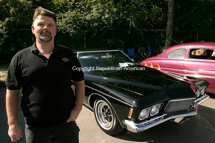WATERBURY, CT-13 AUGUST 2006-081306JS12-Dave Jamele of Oakville with his 1971 Buick Riveria.<br /> (860) 945-3446 --Jim Shannon Republican-American