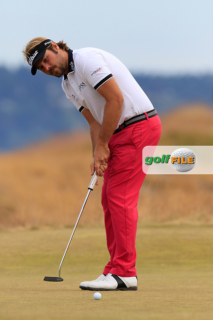 Victor DUBUISSON (FRA) takes his putt on the 17th green during Thursday's Round 1 of the 2015 U.S. Open 115th National Championship held at Chambers Bay, Seattle, Washington, USA. 6/18/2015.<br /> Picture: Golffile | Eoin Clarke<br /> <br /> <br /> <br /> <br /> All photo usage must carry mandatory copyright credit (&copy; Golffile | Eoin Clarke)