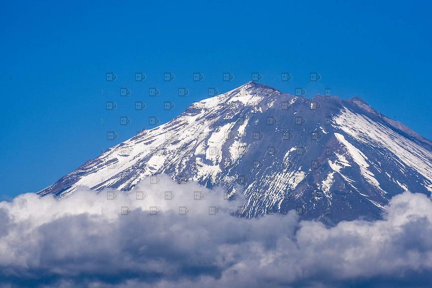 ATLIXCO, PUEBLA. 01 Enero.- El volcán Popocatepetl se encuentra en actividad en la ciudad de Atlixco, Puebla, 01 de enero de 2014.  FOTO: ALEJANDRO MELENDEZ