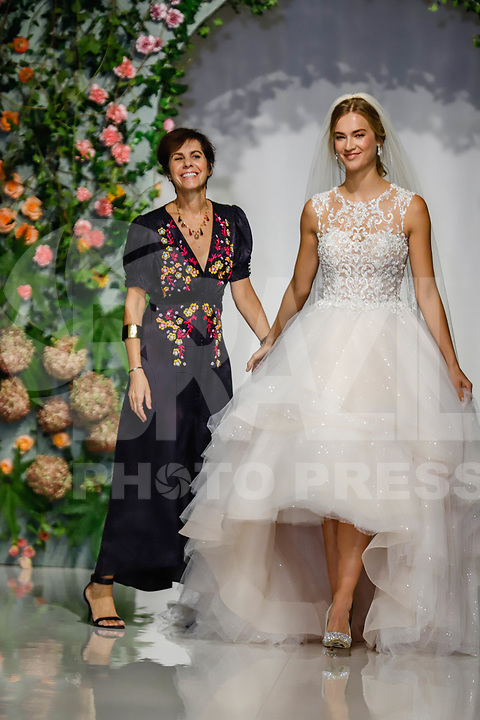 NOVA YORK, EUA, 04.10.2018 - BRIDAL-WEEK - Modelo durante desfile da grife Morilee para o New York Bridal Week em Manhattan nos Estados Unidos nesta quinta-feira, 04. (Foto: Vanessa Carvalho/Brazil Photo Press)