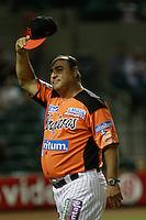 El Coach Cornelio Garcia de Naranjeros entra al Salon de la fama del Beisbol  y se le reconoce  durante el juego de beisbol de Naranjeros vs Cañeros durante la primera serie de la Liga Mexicana del Pacifico.<br /> 15 octubre 2013