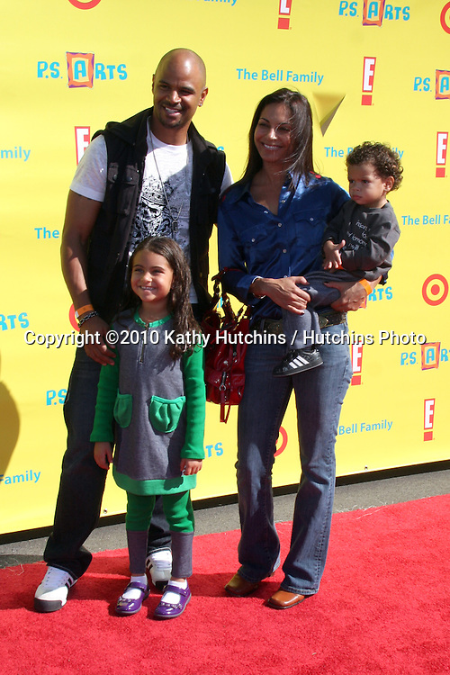 LOS ANGELES - NOV 7:  Dondre Whitfield, Salli Richardson-Whitfield & Children arrives at the PS Arts Express Yourself Event at Barker Hanger on November 7, 2010 in Santa Monica, CA