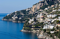 ITA, Italien, Kampanien, Sorrentinische Halbinsel, Amalfikueste: Blick auf den malerischen Kuestenabschnitt zwischen Amalfi und Positano | ITA, Italy, Campania, Sorrento Peninsula, Amalfi Coast: view at picturesque coastline between Amalfi and Positano