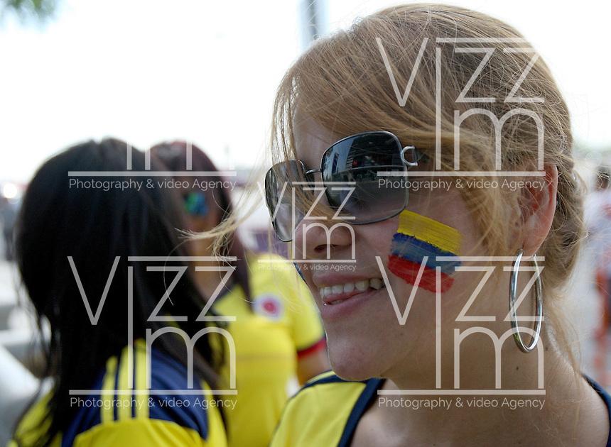 NEW JERSEY - UNITED STATES, 17-06-2016: Hinchas de Colombia animan a su equipo previo al partido por los cuartos de final entre Colombia (COL) y Peru (PER)  por la Copa América Centenario USA 2016 jugado en el estadio MetLife en Nueva Jersey, USA. /  Fans of Colombia cheer their team prior the match for the quarter of finals between Colombia (COL) and Peru (PER) for the Copa América Centenario USA 2016 played at MetLife stadium in New Jersey, USA. Photo: VizzorImage/ Luis Alvarez /Cont.