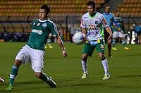SÃO PAULO, SP, 03 DE SETEMBRO DE 2013 - CAMPEONATO BRASILEIRO SÉRIE B - PALMEIRAS x CHAPECOENSE: Mendieta (e) durante partida Palmeiras x Chapecoense, válida pela 19ª rodada do Campeonato Brasileiro 2013 Série B, disputada no estádio do Pacaembu em São Paulo. FOTO: LEVI BIANCO - BRAZIL PHOTO PRESS.