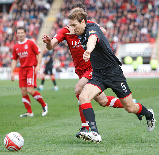 Sasa Papac's face is a mask of determination as he brushes aside the challenge to run into the Aberdeen box