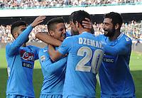 Dries Mertens  esulta dopo ilse condo o gol durante l'incontro di calcio di Serie A  Napoli Sampdoria allo  Stadio San Paolo  di Napoli , 6 gennaio 2014