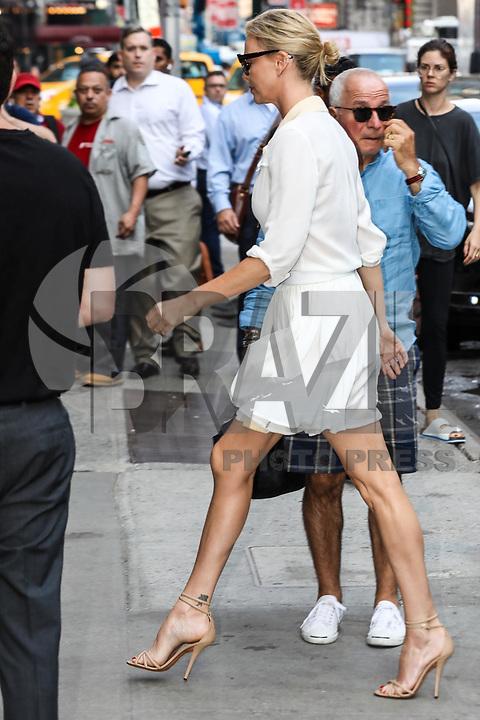 NEW YORK, EUA, 20.07.2017 - CHARLIZE-THERON - A atriz sul-africana Charlize Theron é vista chegando a um estudio de televisão em Manhattan na cidade de New York na manhã desta quinta-feira, 20. (Foto: Vanessa Carvalho/Brazil Photo Press)