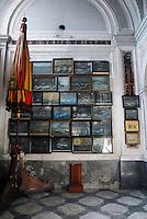 Quadri che illustrano diversi naufragi, dipinti dai sopravvissuti. Chiesa Santa Maria del Lauro.