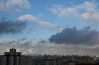 FOTO EMBARGADA PARA VEICULOS INTERNACIONAIS. SAO PAULO, SP, 27/09/2012, CLIMA TEMPO. Tempo parcialmente nublado em São Paulo na manhã de hoje (27). Luiz Guarnieri/ Brazil Photo Press.