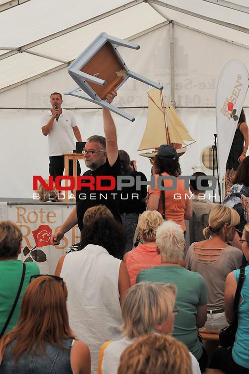 28.07.13, Rote Rosen Studio, Lueneburg, Rote Rosen, Fan-Tag,  im Bild Versteigerung von Requisiten// during the day 2013/07/28,Lueneburg<br /> Foto &copy; nph/ Witke