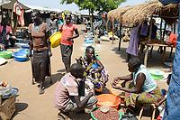 UGANDA, Arua, Yumbe, south sudanese refugees in Bidi Bidi refugee settlement , market / suedsudanesische Fluechtlinge im Fluechtlingslager Bidi Bidi, Markt im Camp