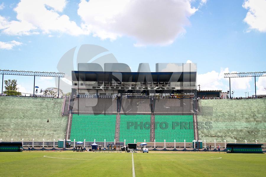 ATENÇÃO EDITOR: FOTO EMBARGADA PARA VEÍCULOS INTERNACIONAIS PRESIDENTE PRUDENTE 11 NOVEMBRO 2012 - CAMPEONATO BRASILEIRO - PALMEIRAS x FLUMINENSE - Vista do  Estádio Eduardo José Farah. Apelido, (Prudentão), no interior paulista na tarde deste domingo (11).(FOTO: ALE VIANNA -BRAZIL PHOTO PRESS)