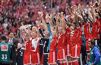 Fussball 1. Bundesliga   Saison  2012/2013   34. Spieltag   FC Bayern Muenchen  - FC Augsburg     11.05.2013 JUBEL; Deutscher Meister 2012/2013 FC Bayern Muenchen Philipp Lahm mit Meisteschale, Bastian Schweinsteiger, Trainer Jupp Heynckes, Franck Ribery (v.li.)