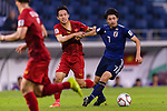 Shibasaki Gaku of Japan (R) fights for the ball with Do Hung Dung of Vietnam (L) during the AFC Asian Cup UAE 2019 Quarter Finals match between Vietnam (VIE) and Japan (JPN) at Al Maktoum Stadium on 24 January 2018 in Dubai, United Arab Emirates. Photo by Marcio Rodrigo Machado / Power Sport Images