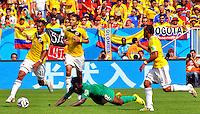 BRASILIA - BRASIL -19-06-2014. Juan Cuadrado (#11), Abel Aguilar (#8) y Camilo Zuñiga (#18) jugadores de Colombia (COL) disputan el balón con Wilfried Bony (#12) jugador de  Costa de Marfil (CIV) durante partido del Grupo C de la Copa Mundial de la FIFA Brasil 2014 jugado en el estadio Mané Garricha de Brasilia./ Juan Cuadrado (#11), Abel Aguilar (#8) and Camilo Zuñiga (#18) players of Colombia (COL) fight the ball with Wilfried Bony (#12) player of Ivory Coast (CIV) during the macth of the Group C of the 2014 FIFA World Cup Brazil played at Mane Garricha stadium in Brasilia. Photo: VizzorImage / Alfredo Gutiérrez / Contribuidor