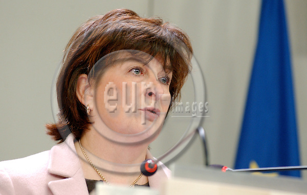 Brussels-Belgium - 18 January 2005---Francoise (Françoise) Le BAIL, Spokeswoman of the European Commission, during a press conference in the press room at the HQ of the EC---Photo: Horst Wagner/eup-images