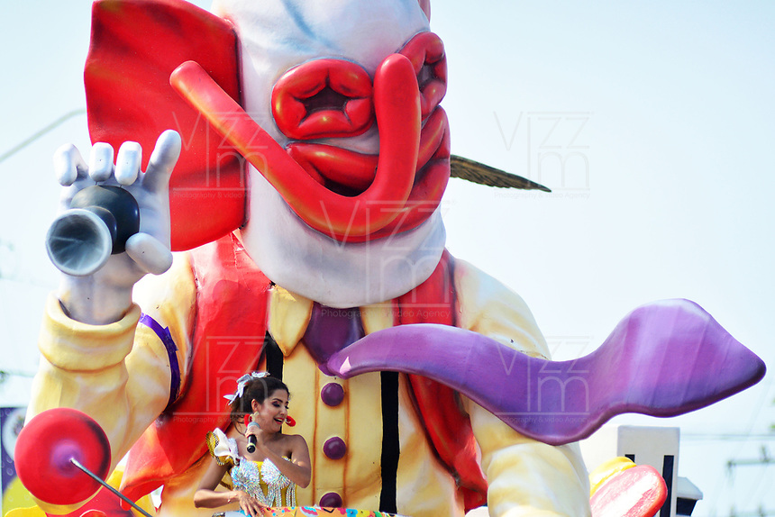 BARRANQUILLA - COLOMBIA, 02-03-2019: Una modelo en una carroza de marimonda anima al público durante el desfile Batalla de Flores del Carnaval de Barranquilla 2019, patrimonio inmaterial de la humanidad, que se lleva a cabo entre el 2 y el 5 de marzo de 2019 en la ciudad de Barranquilla. / A model on a float of marimonda cheer to the public during the Batalla de las Flores as part of the Barranquilla Carnival 2019, intangible heritage of mankind, that be held between March 2 to 5, 2019, at Barranquilla city. Photo: VizzorImage / Alfonso Cervantes / Cont.