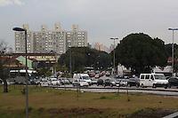 SÃO PAULO,  12 de JULHO, 2012 - TRÂNSITO SP - Trafego intenso nas tres vias da marginal Tiete sentido Rod Trabalhadores(bairro), altura da ponte da Casa Verde, Bom Retiro, nesta quinta- feira, 12 - FOTO LOLA OLIVEIRA - BRAZIL PHOTO PRESS