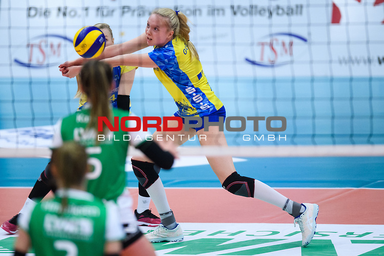 24.11.2018, Halle Berg Fidel, Muenster<br />Volleyball, DVV-Pokal Frauen, Viertelfinale, USC MŸnster / Muenster vs. SSC Palmberg Schwerin<br /><br />Annahme Jennifer Geerties (#6 Schwerin)<br /><br />  Foto &copy; nordphoto / Kurth