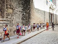 HAVANA-CUBA - 13.10.2016: Crianças voltam para a casa após dia de aula em Havana, Cuba.  (Foto: Bete Marques/Brazil Photo Press)