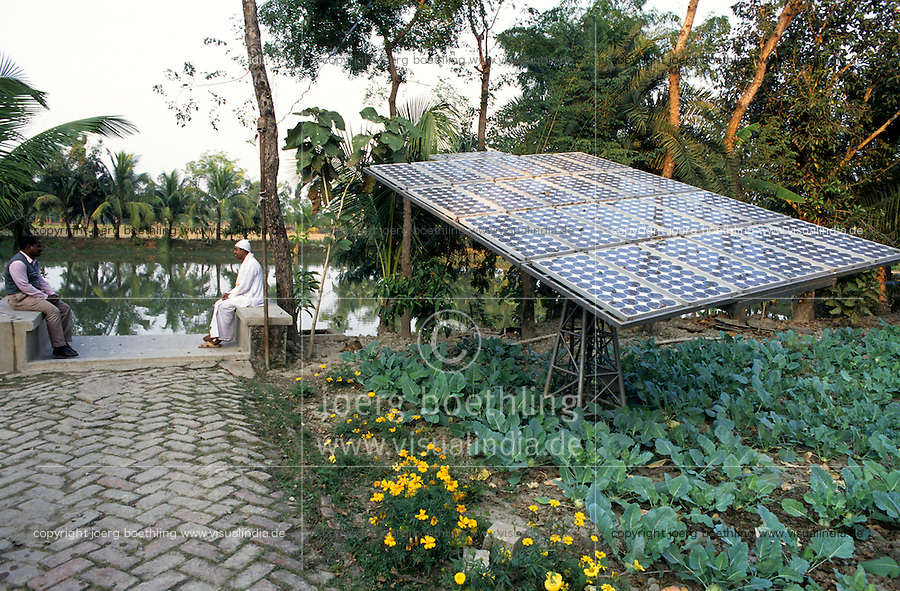 "S?dasien Asien Indien IND West Bengalen.Solarstromversorgung mit Photovoltaik eines Gemeinschaftshauses auf einer Insel im Sunderbans Delta  - Energie dezentrale Energieversorgung Energieerzeugung Energiemarkt Energiesektor Stromerzeugung Strom Stromnetz Energienetz Energieverbrauch Infrastruktur saubere gr?ne alternative erneuerbare regenerative Energie Solar Sonnenenergie Solarzellen Solarmodule Photovoltaik Solarenergie l?ndliche Entwicklung Inselloesung off-grid xagndaz | .South Asia India Westbengal .solar modules in village on Sundarbans Island -  indian energy economy renewables solar energy grid infrastructure power generation supply green development growth modern rural photovoltaics .| [ copyright (c) Joerg Boethling / agenda , Veroeffentlichung nur gegen Honorar und Belegexemplar an / publication only with royalties and copy to:  agenda PG   Rothestr. 66   Germany D-22765 Hamburg   ph. ++49 40 391 907 14   e-mail: boethling@agenda-fototext.de   www.agenda-fototext.de   Bank: Hamburger Sparkasse  BLZ 200 505 50  Kto. 1281 120 178   IBAN: DE96 2005 0550 1281 1201 78   BIC: ""HASPDEHH"" ,  WEITERE MOTIVE ZU DIESEM THEMA SIND VORHANDEN!! MORE PICTURES ON THIS SUBJECT AVAILABLE!! INDIA PHOTO ARCHIVE: http://www.visualindia.net ] [#0,26,121#]"