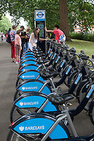 United Kingdom, London: Barclays bicycle hire in Hyde Park | Grossbritannien, England, London: Barclays Fahrradverleih im Hyde Park