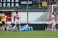 EMMEN - Voetbal, FC Emmen - AZ, De  Oude Meerdijk, Eredivisie, seizoen 2018-2019, 19-08-2018,  FC Emmen doelman Kjell Scherpen wordt gepasseerd door AZ speler Guus Til