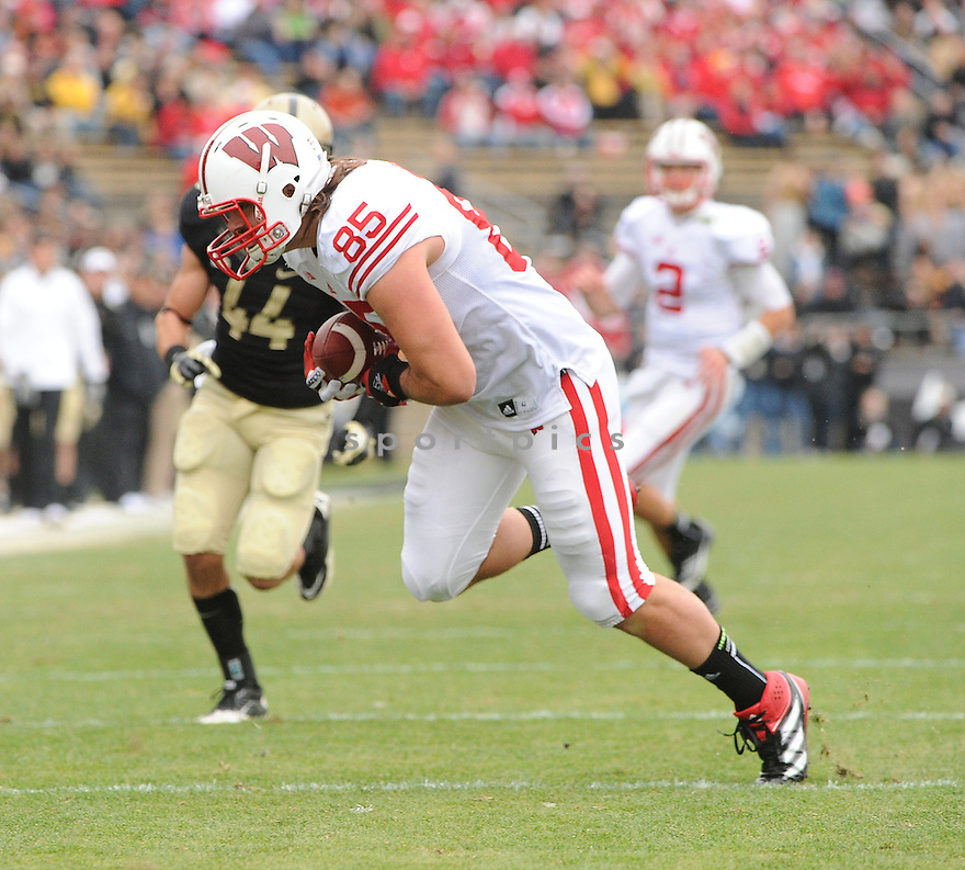 Wisconsin Badgers Brian Wozniak (85) in action during a game against Purdue on October 13, 2012 at Ross-Ade Stadium in West Lafayette, IN. Wisconsin beat Purdue 38-14.