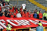 BOGOTÁ - COLOMBIA, 17-05-2018: Los hinchas de Club Atlético Independiente (ARG), animan a su equipo, durante partido entre Millonarios (COL) y Club Atlético Independiente (ARG), de la fase de grupos, grupo G, fecha 5 de la Copa Conmebol Libertadores 2018, en el estadio Nemesio Camacho El Campin, de la ciudad de Bogota. / Fans of Club Atlético Independiente (ARG), cheer for their team during a match between Millonarios (COL) and Club Atletico Independiente (ARG), of the group stage, group G, 5th date for the Conmebol Copa Libertadores 2018 in the Nemesio Camacho El Campin stadium in Bogota city. VizzorImage / Luis Ramirez / Staff.