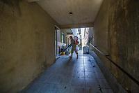 RJ. Rio de Janeiro 01/05/2020 COVID-19 Moradores da favela de Acari e a associação de moradores se reúnem para higienizar a favela nesta sexta-feira, (01), Acari, zona norte.