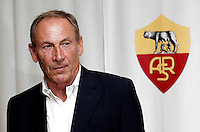 Calcio: il nuovo allenatore della Roma Zdenek Zeman posa davanti al logo sociale in occasione della sua presentazione al centro sportivo di Trigoria, Roma, 5 giugno 2012..Italy Football: AS Roma's new coach Zdenek Zeman, of Czech Republic, poses past the club's logo in occasion of his official presentation at at the club's sporting center in Rome, 5 june 2012..UPDATE IMAGES PRESS/Riccardo De Luca