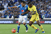 BOGOTA - COLOMBIA -04 -06-2017: David Silva (Izq) jugador de Millonarios disputa el balón con Marlon Torres (Der) jugador de Atlético Bucaramanga durante partido de vuelta  partido de vuelta por los cuadrangulares finales de la Liga Aguila I 2017 jugado en el estadio Nemesio Camacho El Campin de la ciudad de Bogota. / David Silva (L) player of Millonarios fights for the ball with Marlon Torres (R) player of Atletico Bucaramanga during secong leg match for the final quadrangulars of the Liga Aguila I 2017 played at the Nemesio Camacho El Campin Stadium in Bogota city. Photo: VizzorImage / Gabriel Aponte / Staff.
