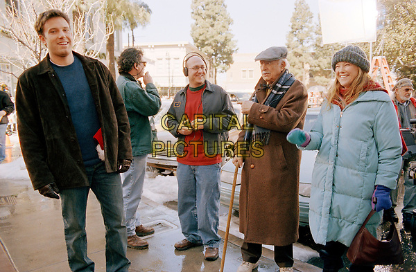 Surviving Christmas (2004)<br /> Behind the scenes photo of Ben Affleck, Catherine O'Hara, Mike Mitchell &amp; Bill Macy<br /> *Filmstill - Editorial Use Only*<br /> CAP/KFS<br /> Image supplied by Capital Pictures