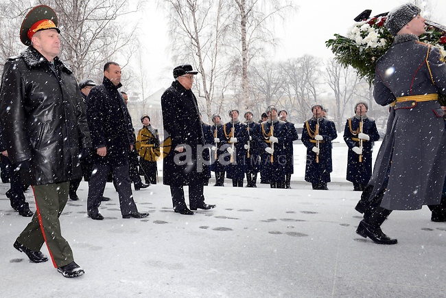Palestinian President Mahmoud Abbas lays a wreath at the Tomb of the Unknown Soldier in Moscow, on March 14, 2013, during his official visit to Russia. Photo by Thaer Ganaim