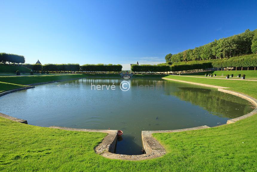 France, Jardins du château de Villandry, le jardin d'eau // France, Gardens of chateau de Villandry, the Water garden.