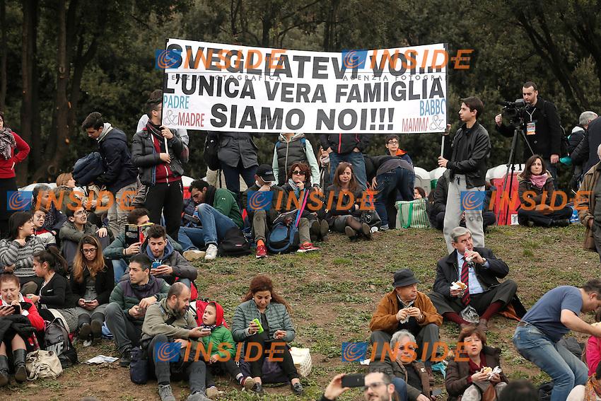 Cartello Svegliatevi, l'unica famiglia vera siamo noi<br /> Roma 30-01-2016 Manifestazione Family Day 2016.<br /> Photo Samantha Zucchi Insidefoto