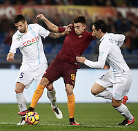 Calcio, Serie A: Roma vs ChievoVerona. Roma, stadio Olimpico, 22 settembre 2016.<br /> Roma&rsquo;s Stephan El Shaarawy, center, is challenged by Chievo Verona's Alessandro Gamberini, left, and Dario Dainelli, during the Italian Serie A football match between Roma and Chievo Verona, at Rome's Olympic stadium, 22 December 2016.<br /> UPDATE IMAGES PRESS/Isabella Bonotto