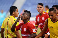 BARRANQUILLA- COLOMBIA - 19-08-2015: Pablo Rojas jugador de  Uniautonoma celebra su gol contra el Atletico Nacional  durante partido  por la fecha 7 de la Liga Aguila II 2015 jugado en el estadio Metropolitano / Pablo Rojas  player of Uniautonoma  celebrates his goal against Atletico Nacional  during a match for the seventh date of the Liga Aguila II 2015 played at Metropolitano  stadium in Barranquilla  city. Photo: VizzorImage / Alfonso Cervantes / Contribuidor