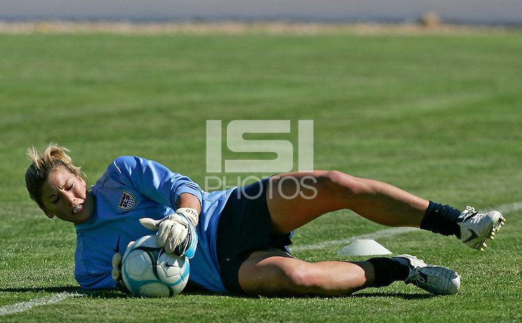 Hope Solo in action during their practice session at Montechoro Hotel soccer fields during Algarve Women´s Soccer Cup 2008 in Albufeira, Portugal on March 06, 2008. Paulo Cordeiro/isiphotos.com